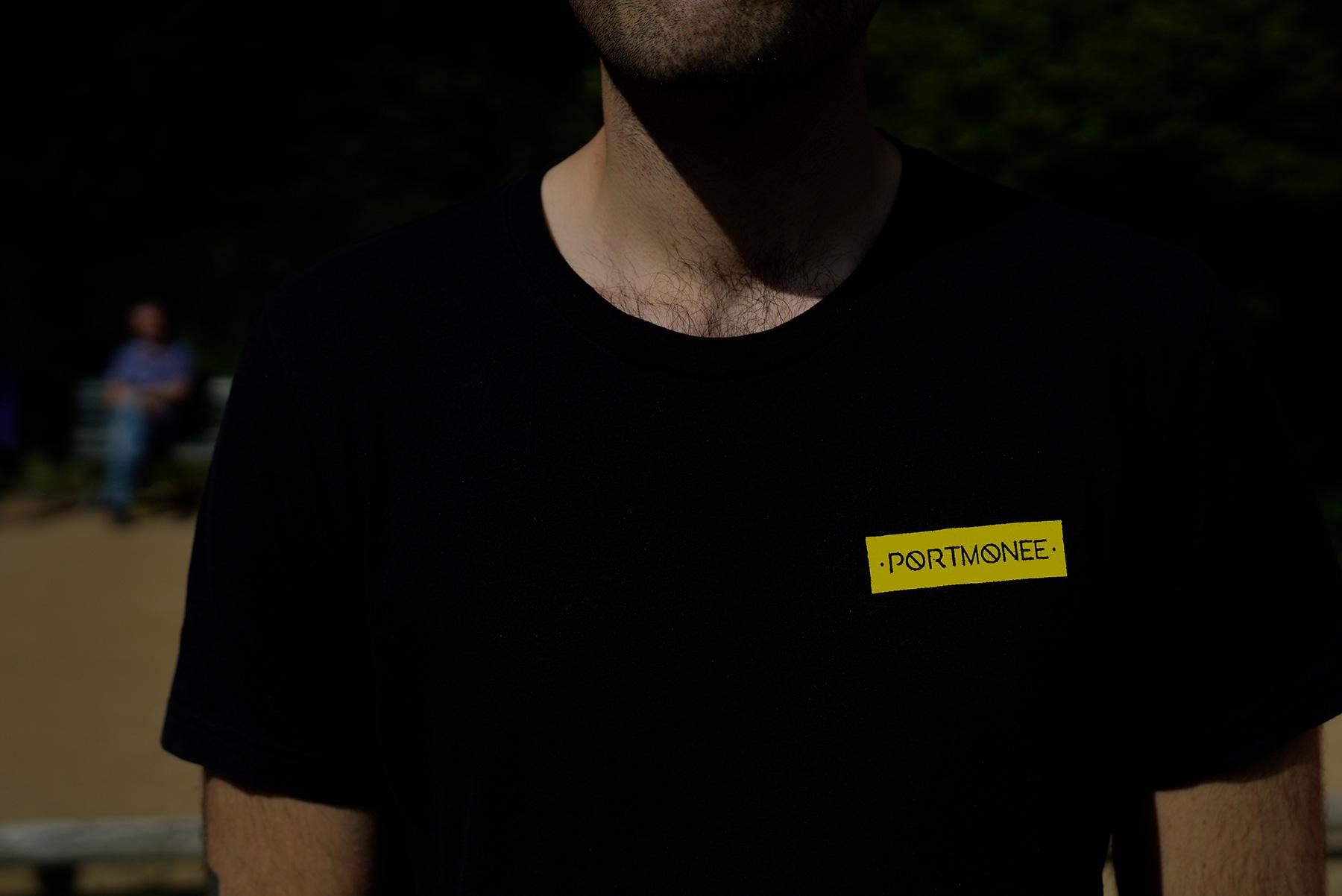 Portmonee Schwarz Untailliertes Shirt Heather Black Denim